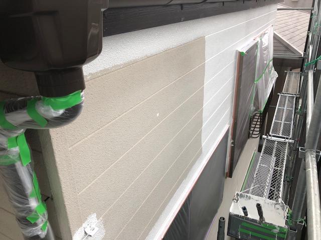 外壁をきれいにしたら、下塗りから