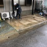 外壁高圧洗浄を行う